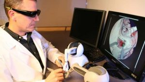 Practicando una operación mediante la realidad virtual